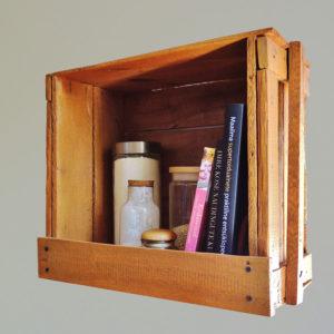 riiul vanast kastist - Atmosfäär - renoveeritud mööbel