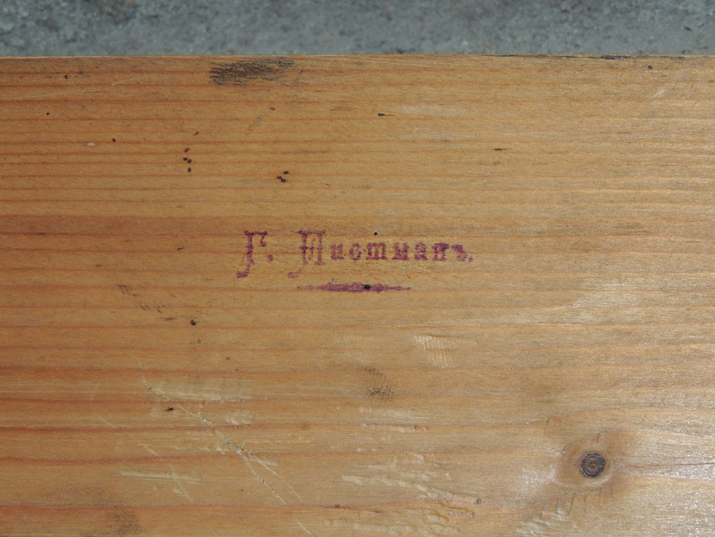 Tisleri nimi on templiga kapi uksele löödud