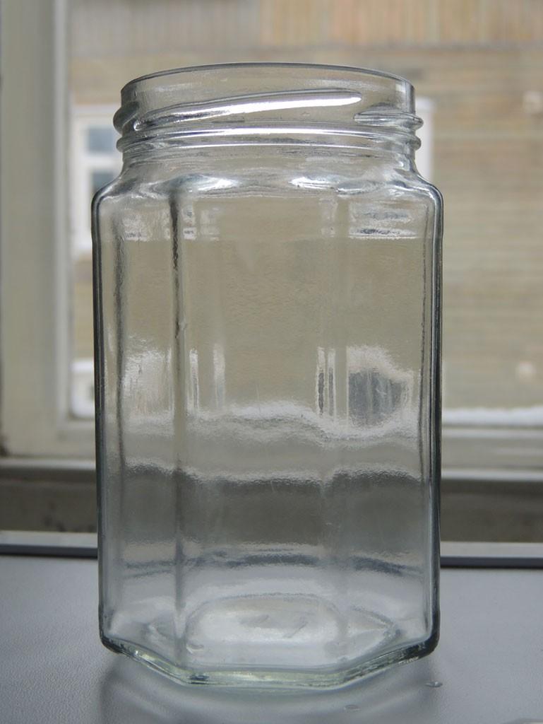 Puhas klaaspurk ootamas taaskasutust - Atmosfäär