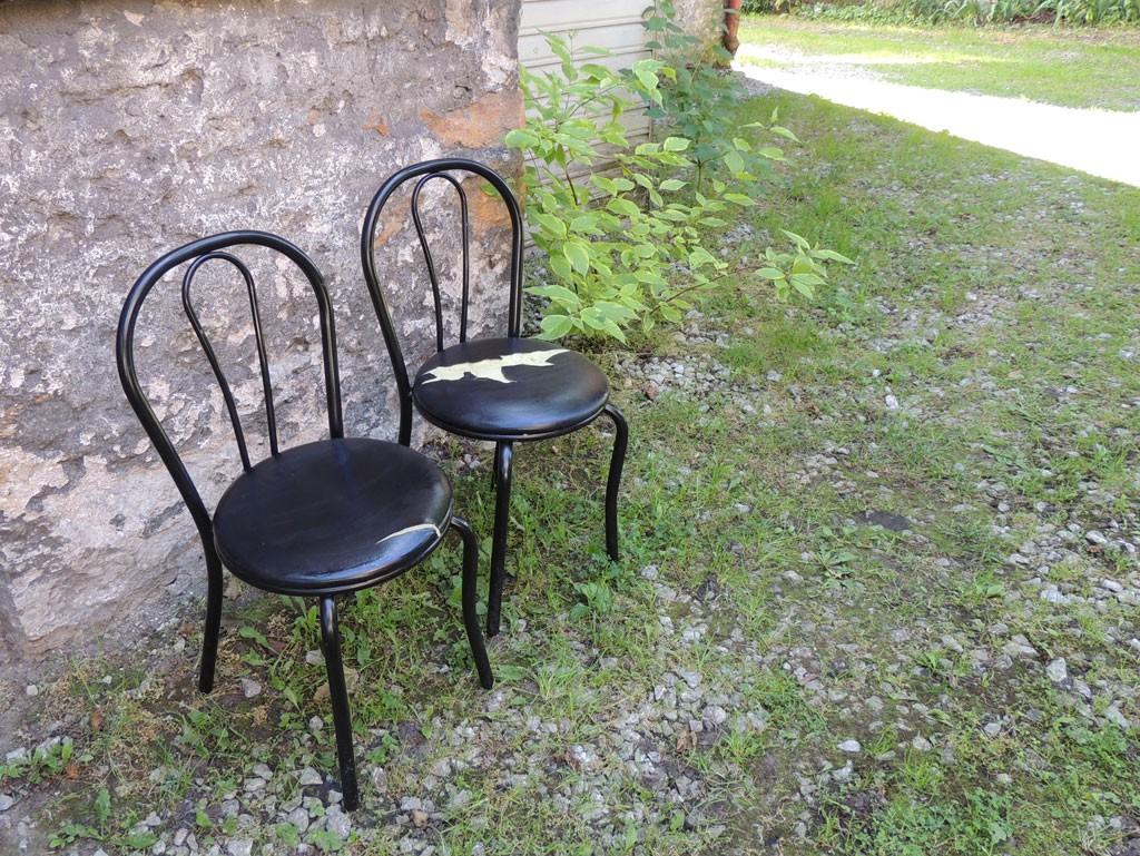 Kulunud metallist toolid enne korda tegemist