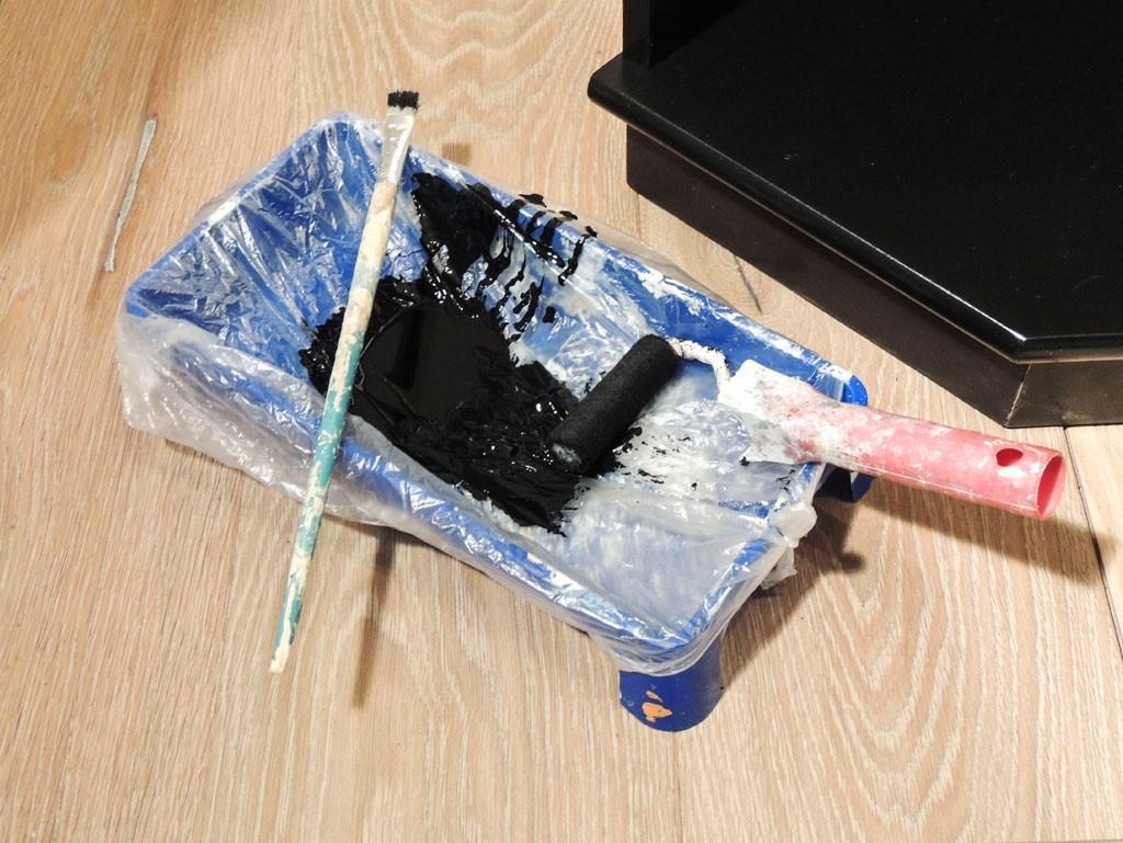 Värvirulli aluse võib katta kilekotiga