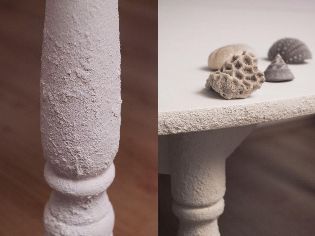 Tekstuurne pind laua jalal - Atmosfäär mööbel