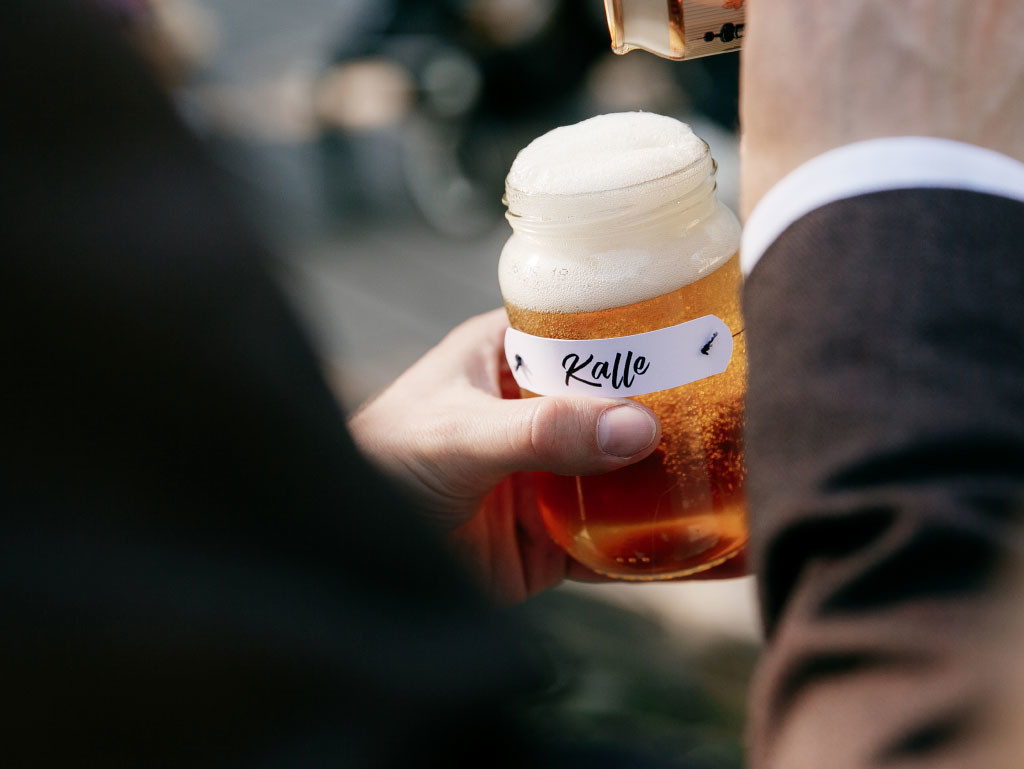 Klaaspurgist joogiklaas nimesildiga foto Alexey Kochetovsky